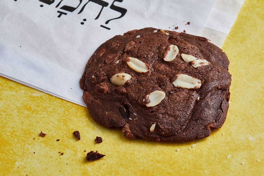 עוגיית ג'מבו שוקולד בוטנים
